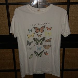 ☆ NWOT🏷Butterfly🦋Graphic Tee ☆